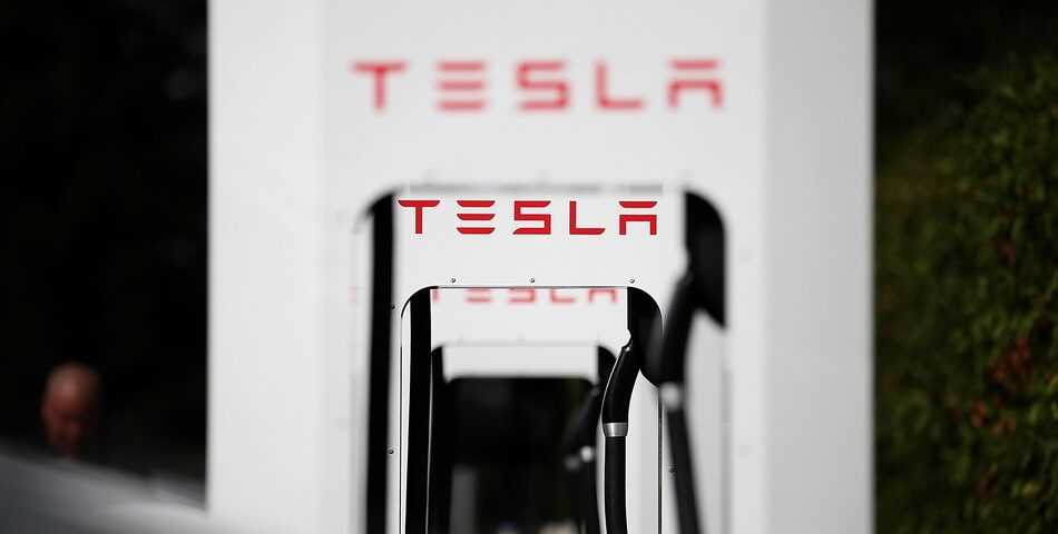 Tesla-will-charge-drivers-who-hog-its-Superchargers-.jpg